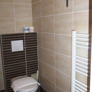 WC de la chambre triple à Sathonay Camp 69 près de Lyon