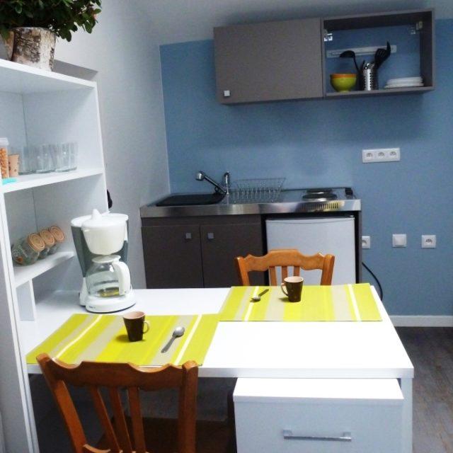 Studio meublé à Sathonay Camp avec kitchenette