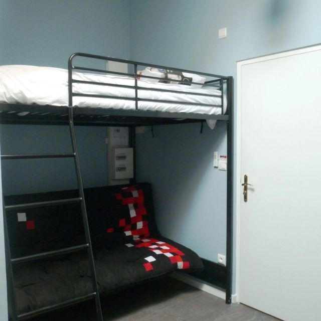 Studio meublé à Sathonay Camp avec lit en mezzanine