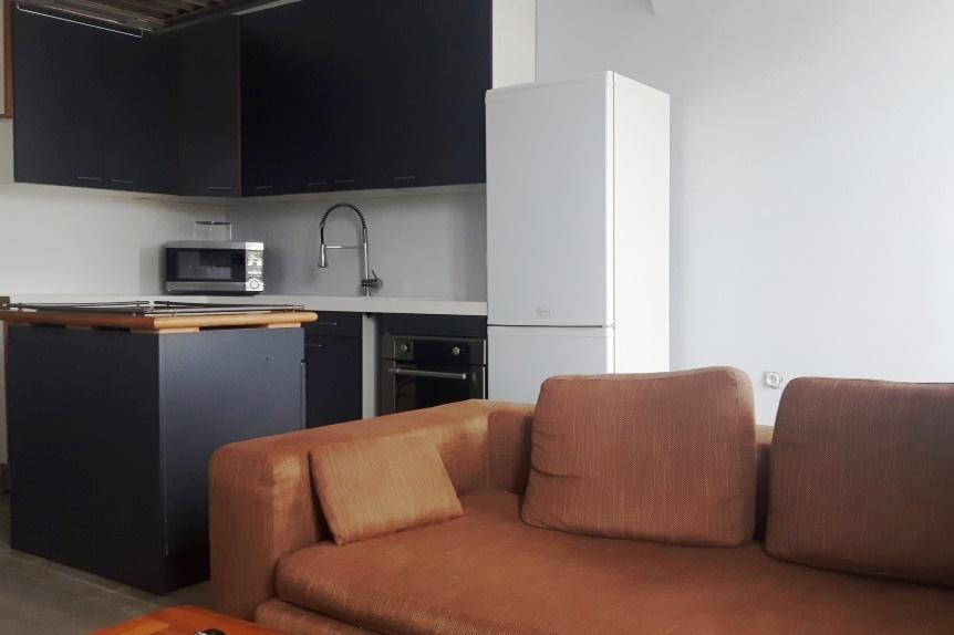 République Appartement T3 Meublés Professionnels chambre cuisine équipée four, micro ondes, lave linge et canapé à Sathonay Camp